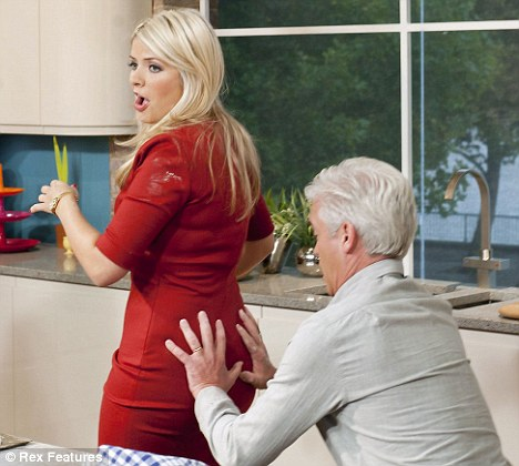 Holly Willoughby 001